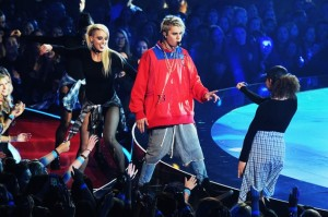 01-Justin-Bieber-iheartradio-awards-performance-2016-billboard-650